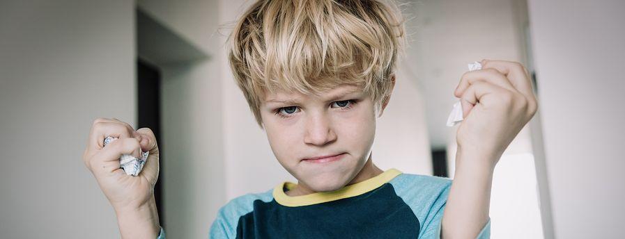 Najczęstsze reakcje dzieci na problemy emocjonalne