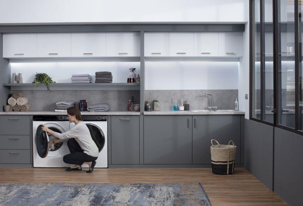 Odświeżaj elegancką odzież bez wizyty w pralni w nowych pralkach i pralko -suszarkach z serii i-Pro 7 marki Haier