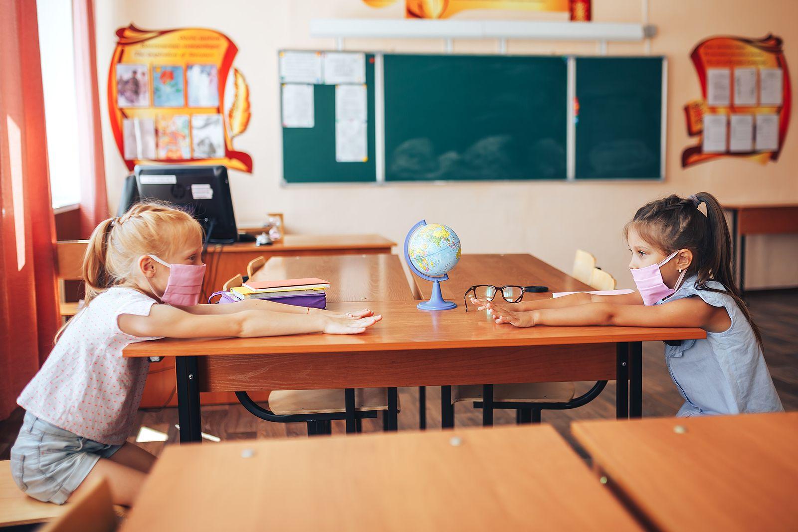Jak przygotować dziecko do powrotu do szkoły w dobie Covid-19? Specjaliści radzą